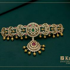Bridal Jewelry Discover royal elegance with this Uncut Diamond Choker Embedded With Emerald Diamond Choker, Diamond Bracelets, Diamond Jewelry, Cartier Bracelet, Diamond Stud, Diamond Pendant, Gold Pendant, Pendant Jewelry, Bangle Bracelets