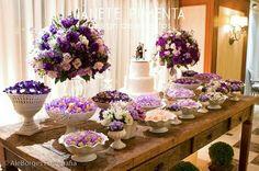 Mesa do bolo.Casamento rústico e simples.