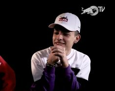 taba rezando o q hacía? Perfect Boy, Crushes, Baseball Hats, Boys, Girls, Wallpaper, Cute Boys, Rap Quotes, Rapper