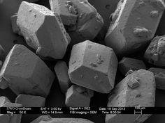 Açúcar branco. | 23 coisas que parecem absolutamente bizarras através de um microscópio