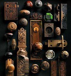 Vintage Vignettes - The Cottage Market - vintage knobs and hinges as art. could you imagine necklaces hanging off here? Antique Door Hardware, Vintage Door Knobs, Antique Door Knobs, Vintage Doors, Vintage Keys, Vintage Style, Door Knobs And Knockers, Vintage Vignettes, Unique Doors