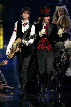 Ryan Ross Photos Photos - Musicians Ryan Ross (L) and Brendon Urie of Panic! at the Disco perform onstage at the 2006 MTV Video Music Awards at Radio City Music Hall August 31, 2006 in New York City. - 2006 MTV Video Music Awards - Show