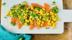 Raw marinaded salmon with lime, mango and green chili. Seafood Dinner, I Love Food, Starters, Chili, Salmon, Dinner Recipes, Food Porn, Lime, Appetizers