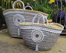 Bags & Handbag Trends : Embellished Beach Basket Bag Shopping Basket Boho by MariZoli SOLD Diy Clutch, Diy Tote Bag, Diy Straw, Straw Bag, Hessian Bags, Beach Basket, Ethnic Bag, Boho Bags, Basket Bag