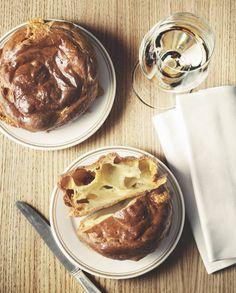 Gougères au Comté Recipe | Recettes Elle à Table Sweet Recipes, Real Food Recipes, Baking Recipes, French Recipes, Appetizer Recipes, Appetizers, Savoury Baking, French Food, A Table