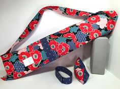 Deluxe Yoga Mat Tote with pocket mat strap & FREE eye pillow