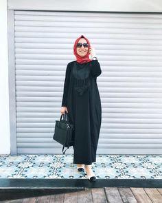 "987 Beğenme, 20 Yorum - Instagram'da N E B İ H A N A K Ç A (@nebihanakca): ""Toplantıdan çıkmış teacher kombini🎈 yoksa Pazar Pazar o topuklularla, bu kadar siyahla işim ne😄…"" Photo And Video, How To Wear, Instagram, Modern, Dresses, Fashion, Vestidos, Moda, Trendy Tree"