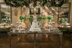 Decoração suspensa na mesa de doces  - Casamento Clássico