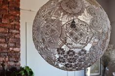 Lamp made with doilies. May try this with paper doilies for a party decoration. Lace Doilies, Crochet Doilies, Crochet Lamp, Fun Projects For Kids, Craft Projects, Doily Lamp, Recycling, Reuse Recycle, Yarn Ball