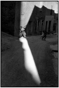 Henri Cartier-Bresson FRANCE. Bouches-du-Rhone department. Town of Tarascon. 1959.