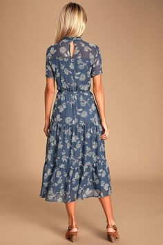 Get a lovely look for an evening out with the Lulus Floral Dressed Up Dusty Blue Floral Print Midi Dress! Floral print midi dress with a flaring, tiered skirt. Elegant Dresses, Nice Dresses, Casual Dresses, Casual Midi Dress, Dresses Dresses, Petite Midi Dress, Floral Midi Dress, Floral Dresses, Western Dresses For Women