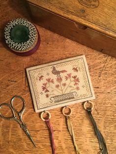 """Képtalálat a következőre: """"threadworks primitive cottage rose pattern"""""""