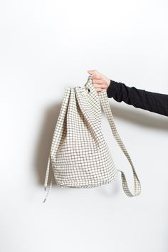 BACK IN STOCK! Natural Grid Sling Bag from Baggu -PARC