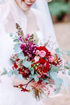 Het voorjaar is wanneer alles weer tot leven komt in de natuur en het is dan ook de populairste tijd om te trouwen in Nederland. Vooral de maanden mei en juni zeggen veel bruidsparen I DO tegen elkaar. Gelukkig is deze periode niet alleen populair vanwege het weer, maar het is ook de beste tijd …