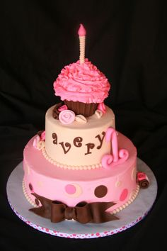 Cupcake Party Cake~What a clever idea! The little one gets the top cupcake and the rest goes to the guests!