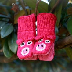 Little Piggy mittens - how cute are these?  They're mittens and puppets!