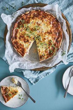 Quiche Lorraine – kinkkupiiras   Maku Quiche Lorraine, Dessert Recipes, Desserts, Cheddar, Nom Nom, Breakfast, Food, Hamsters, Drinks