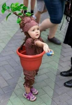 Here are 100 Cool Halloween Costumes for Kids ideas which you can DIY and make Halloween special for your kids. These Kids Halloween Costume are the best. Diy Baby Costumes, Toddler Costumes, Carnival Costumes, Halloween Costumes For Kids, Halloween Crafts, Harry Potter Halloween Costumes, Bricolage Halloween, Toddler Harry Potter Costume, Tree Halloween Costume