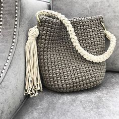 Discover thousands of images about Rope bag / Unique design Bag from rope / Handmade crochet bag / market bag… Crochet Patterns Bag 813 Likes, 87 comments – Summ … A brilliant craft to make and sell ohmy-creative. Crochet Diy, Crochet Tote, Crochet Handbags, Crochet Purses, Love Crochet, Crochet Crafts, Crochet Shell Stitch, Crochet Stitches, Crochet Patterns