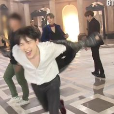 Here's yoongi laughing and screaming while running in case you were having a bad day Jimin, Min Yoongi Bts, Min Suga, Taekook, K Pop, Bts School, Min Yoonji, Bts Meme Faces, Les Bts