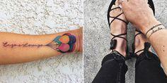 """On vous voit déjà déplorer le gros tatouage """"Valérie"""" en lettres gothiques sur le torse d'un amoureux transi. Mais le tatouage prénom, ce n'est pas seulement un tatouage de couple. Beaucoup de parents émerveillés gravent le nom de leur enfant dans un joli tatouage prénom calligraphié. Le tatouage prénom peut aussi symboliser l'amitié ou les liens fraternels. Il peut aussi s'inscrire dans la tendance des tattoos minimalistes et humoristiques. Bref, pour un tatouage pr..."""