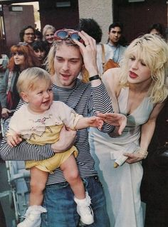 Francis Bean, Kurt Cobain & Courtney Love 2 of the worst possible parenting combinations. Francis Bean survived in spite of these 2 messes