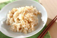 ニンニクの量はお好みで増やしてもOK。赤唐辛子を加えてもピリッとした大人の味で美味。ガーリックライス[洋食/米料理(リゾット等)]2013.10.14公開のレシピです。