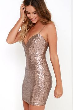 As soon as we set eyes on the Stream of Thought Bronze Sequin Bodycon Dress, we can't think of anything else! An exaggerated sweetheart neckline with a low V tops a bodycon dress. Cute Simple Dresses, Trendy Dresses, Sexy Dresses, Cute Dresses, Beautiful Dresses, Prom Dresses, Formal Dresses, Short Tight Dresses, Bohemian Mode