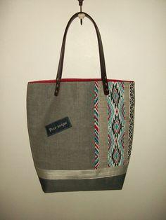 Sac cabas en toile de coton gris , motif ethnique base en toile imperméable , anses en cuir : Sacs à main par cocoon-by-ln