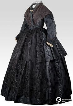 Black moire silk dress, late Someone gave my mom a dress like this that was a pre civil war wedding dress. Victorian Era Dresses, Victorian Gown, Victorian Fashion, Vintage Fashion, Steampunk Fashion, Vintage Outfits, Vintage Dresses, Historical Costume, Historical Clothing