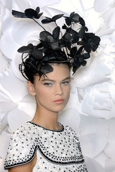 Chanel & the Melbourne Cup, yes! - ✯ www.pinterest.com/WhoLoves/Melbourne-Cup ✯ #MelbourneCup #TheRaceThatStopsANation