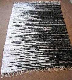 Handwoven rag rug - 3,2' x 4.7,' black & white