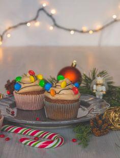 Csokilikőrös cupcake Christmas Cupcakes, Baileys, Cute Food, Advent, Delicious Desserts, Cake Decorating, Sweet Tooth, Food Photography, Christmas Crafts
