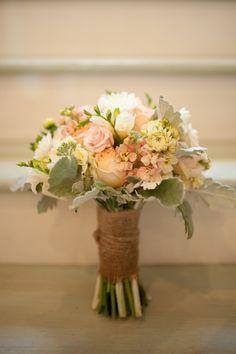 Bukiet ślubny kremowo - żółty z różnorodnych kwiatków