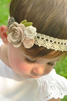 Vintage baby headband flower garland baby by muffintopsandtutus Vintage Baby Headbands, Diy Baby Headbands, Felt Headband, Toddler Headbands, Lace Headbands, Felt Flowers, Fabric Flowers, Foto Baby, Flower Patch