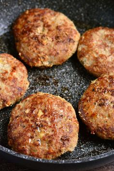 The BEST Turkey Burgers. Juicy, tender turkey burgers are the perfect lean alternatives to cook for dinner or on the grill. So flavorful and juicy, it will be your favorite recipe. Cooking Turkey Burgers, Ground Turkey Burgers, Best Turkey Burgers, Grilled Turkey Burgers, Turkey Burger Recipes, Ground Turkey Recipes, Beef Burgers, Hamburger Recipes, Veggie Burgers
