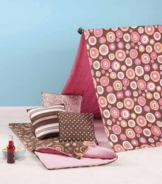 How to: Make a Tent & Slumber Party Bag.  This would be a cute idea for a sleepover birthday party. Would be so much fun to decorate and design.