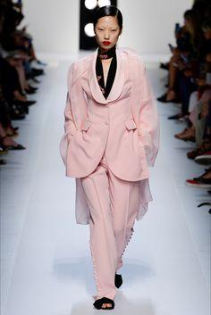 6c8ea570ff Guarda la sfilata di moda Ermanno Scervino a Milano e scopri la collezione  di abiti e