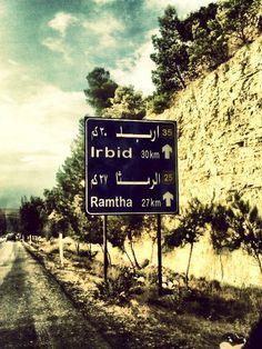اربد لافتة طريق اربد-عمان