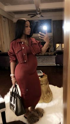 Attention to Your Choice of Clothes When You Are Pregnant! Cute Maternity Outfits, Fall Maternity, Stylish Maternity, Maternity Pictures, Maternity Fashion, Cute Outfits, Pregnant Outfits, Pregnant Couple, Pregnancy Looks