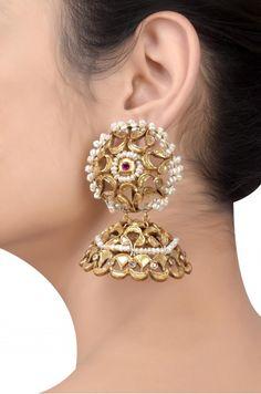 Gold Jewelry In Nepal Code: 6491729378 Gold Jhumka Earrings, Indian Jewelry Earrings, Indian Wedding Jewelry, Jewelry Clasps, Gold Jewellery, Silver Jewelry, Jewelery, Amrapali Jewellery, Bridal Jewellery