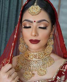 Make-Up Braut Brautschmuck Gold Indische Lynne Makeup Schmuck Seawells und World Indische Braut Make-up und Schmuck. Braut Make-up # Braut # Braut Make-up Lynne Seawells World Pakistani Bridal Makeup Red, Indian Wedding Makeup, Asian Bridal Makeup, Indian Bridal Outfits, Indian Bridal Hairstyles, Indian Bridal Lehenga, Bridal Makeup Looks, Bridal Hair And Makeup, Wedding Hairstyles