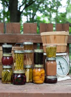 40 Preserving Links: Beginner tips, pro tricks and canning with honey. #canning #preserving #simplebites