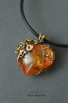 Amber and gold Amber Jewelry, Heart Jewelry, Cute Jewelry, Body Jewelry, Jewelry Crafts, Jewelry Accessories, Handmade Jewelry, Jewelry Design, Jewlery