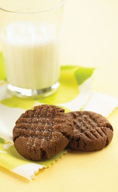 Soft & Chewy Chocolate Peanut Butter Cookies – In this dessert recipe, the peanut butter cookie get a chocolate boost from devil's food cake mix while rich cream cheese lifts the chewiness to new heights.