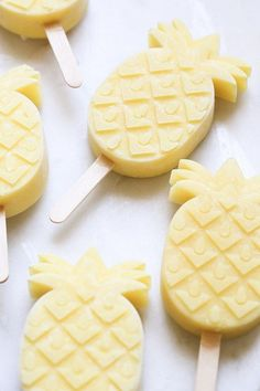 Pineapple Coconut Rum Popsicles / desserts