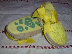 Baby Girl Steps - Sandálias de renda e corda. Apertam com velcro e têm um laço no remate. Diversas cores e tamanhos. Slippers, Fashion, Lace, Shoes, Colors, Moda, Fashion Styles, Slipper, Fasion