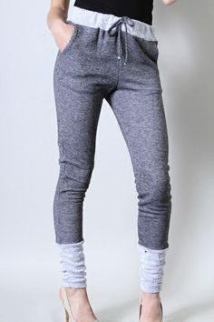 two-tone sweatpants with pockets - Roe Boulevard. Without heels, that looks kinda silly. Pretty Outfits, Cute Outfits, Sweatpants With Pockets, Pants For Women, Clothes For Women, Vogue, Sweat Pants, Jogger Pants, Sweat Dress
