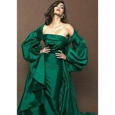 Sonam Kapoor ❤ Hot Actresses, Beautiful Actresses, Indian Actresses, Bollywood Fashion, Bollywood Actress, Bollywood Style, Sonam Kapoor Photos, Cleavage Hot, Parineeti Chopra
