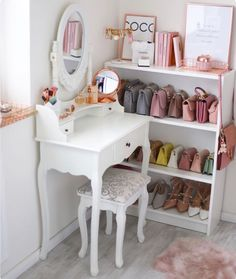 Schminktisch Closetroom Designerbags Board Interior -Ankleidezimmer Schminktisch Closetroom Designerbags Board Interior - Dressing room goals from dressing room featuring our Diaz Hollywood Mirror. Rooms Home Decor, Home Office Decor, Room Decor Bedroom, Diy Bedroom, Dressing Room Closet, Dressing Rooms, Cute Room Decor, Room Inspiration, Vanity Organization